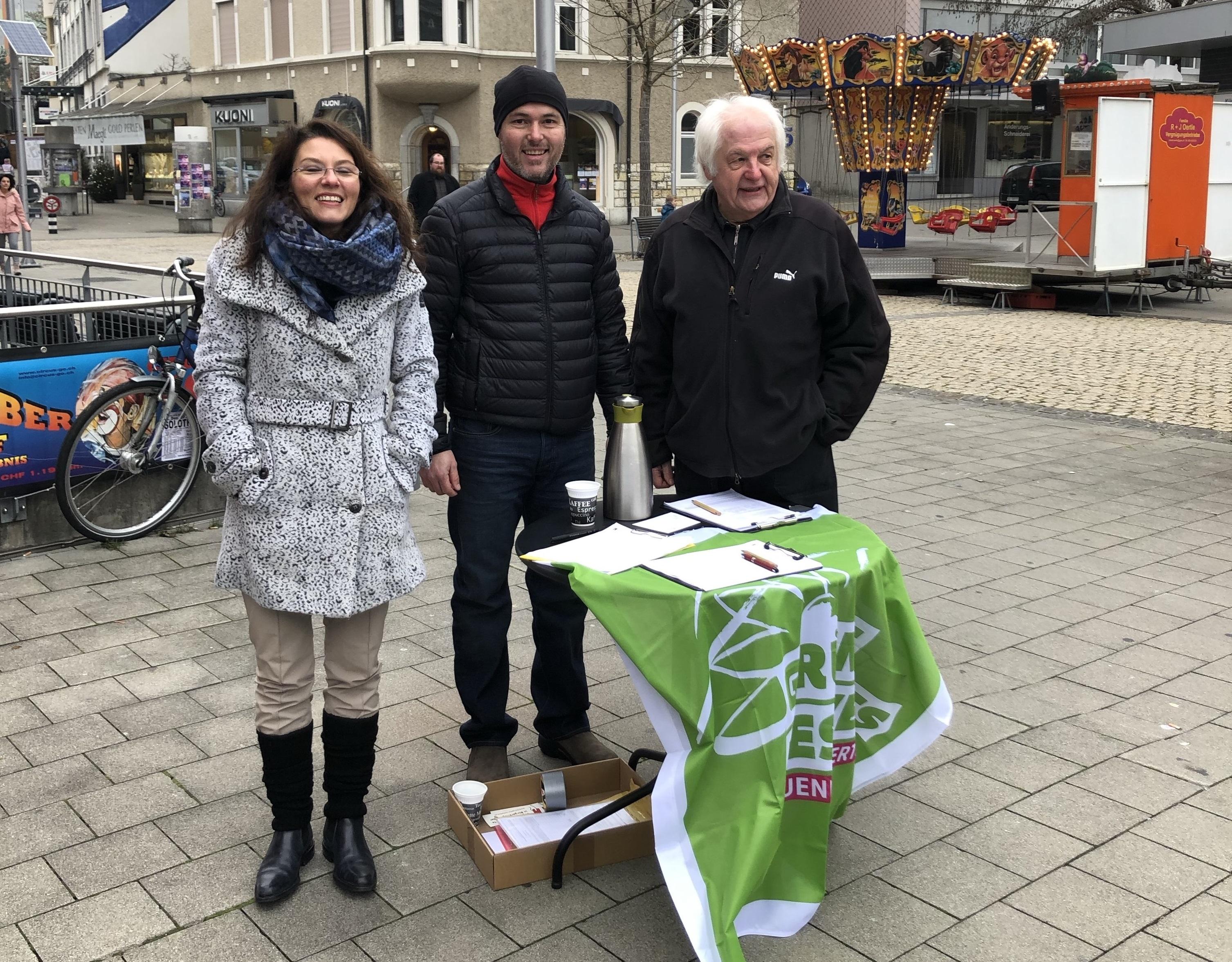 Die Grünen Grenchen beim Unterschriften Sammeln